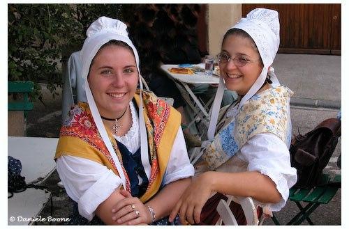 Deux charmantes jeunes provençales