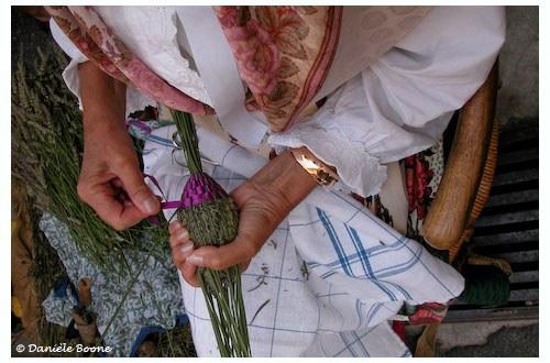 Fabrication traditionnelle des fuseaux de lavande
