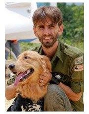 Chanee et son chien Sam au retour de son expédition. © Kalaweit
