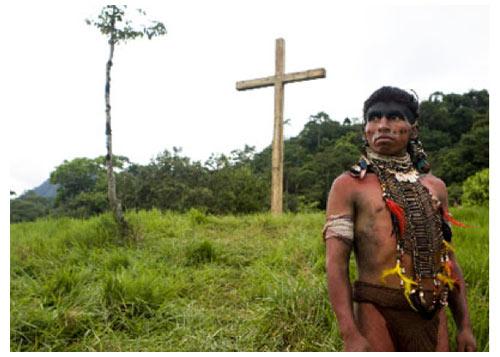Carlos Aduviri joue les rôles de Hatuey dans le film en tournage et celui de Daniel, le leader, dans la vie